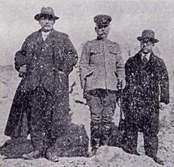 Фудзита (справа) во время войны